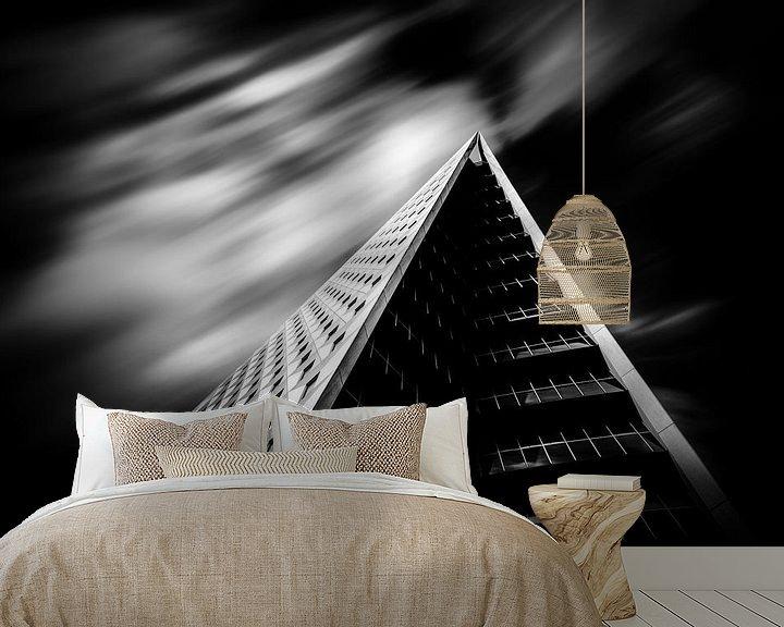 Sfeerimpressie behang: The Pyramid of Den Haag van Cho Tang