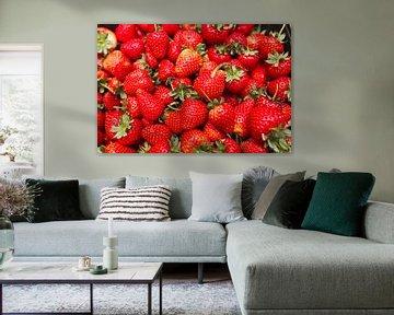 Rode aardbeien in een kistje von Henk van den Brink