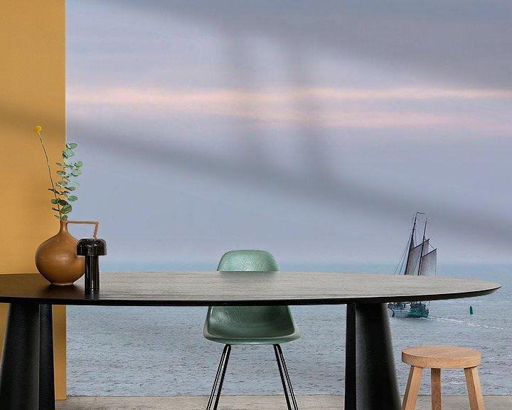 Sfeerimpressie behang: Zeilen op de Waddenzee van Jurjen Veerman