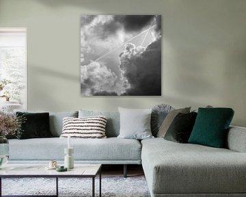 Clouds and contrails van Marco de Groot