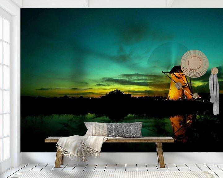 Sfeerimpressie behang: Kinderdijk molen bij ondergaande zon. Tijden de verlichte week met draaiende wieken van noeky1980 photography