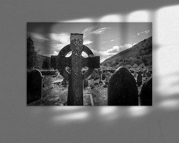 Grafstenen in de zon III van Peter Schütte