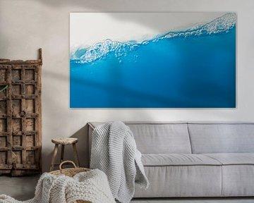 schuin blauw water van Guido Akster