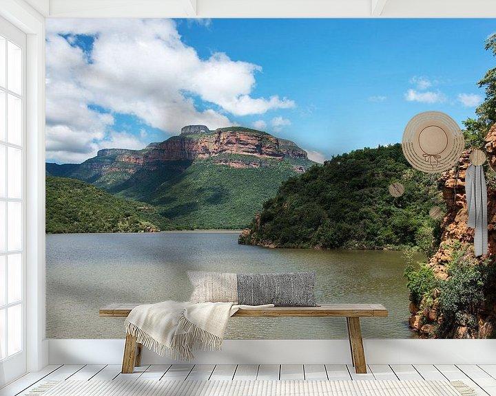Sfeerimpressie behang: het meer bij de swadini dam met op de achtergrond de drakensbergen van Compuinfoto .