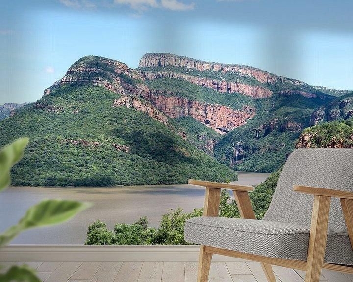 Sfeerimpressie behang: meer bij de swadini dam met op de achtergrond de drakensbergen van Compuinfoto .