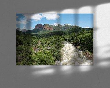 de blijde rivier bij de drakensbergen in zuid afrika sur Compuinfoto .