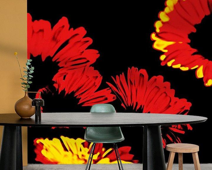 Sfeerimpressie behang: rood, geel en zwart van Hanneke Luit