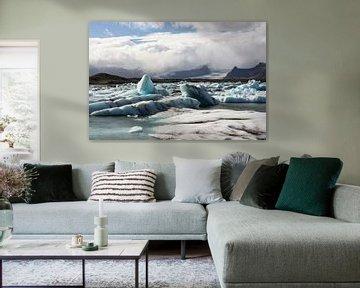 IJsschotsen in gletsjermeer van Louise Poortvliet