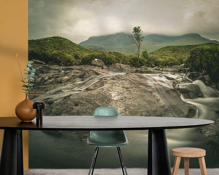 Sfeerimpressie behang: Sligachan waterval van Jasper van der Meij