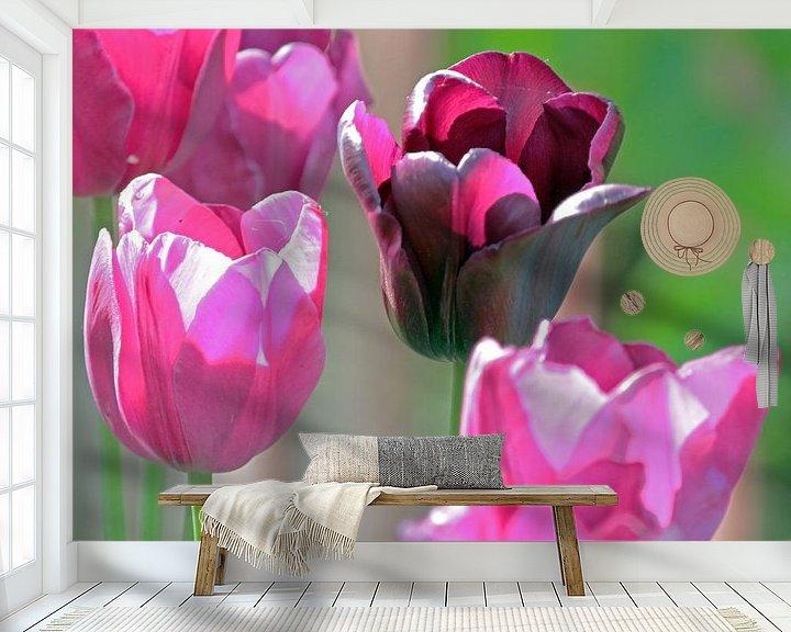 Sfeerimpressie behang: Quatre tulipes van Artelier Gerdah