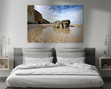 Normandisch strand II van Mark Leeman