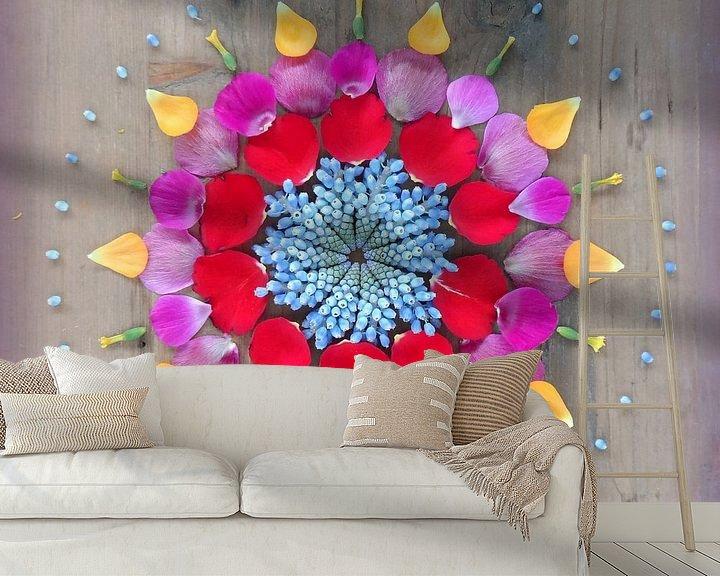 Sfeerimpressie behang: Bloemenmandala Happiness van Margreet Ubels