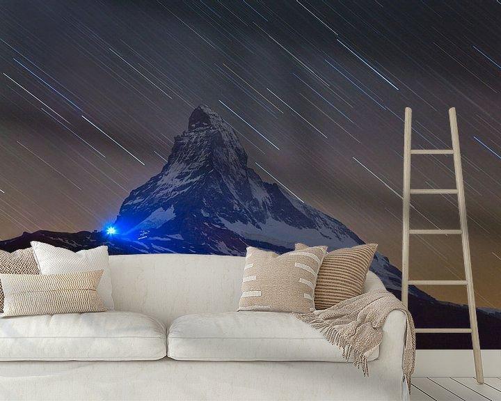 Sfeerimpressie behang: Nachtfoto Matterhorn van Anton de Zeeuw