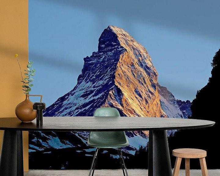 Sfeerimpressie behang: Matterhorn bij zonsondergang van Anton de Zeeuw