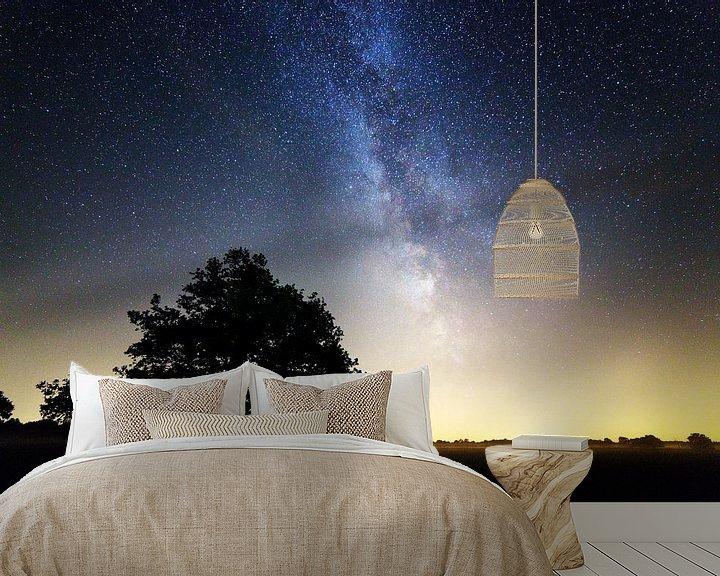 Sfeerimpressie behang: Melkweg boven Nederland van Anton de Zeeuw