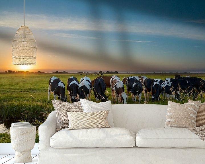 Sfeerimpressie behang: Zonsondergang met koeien in de polder van Martin Bredewold