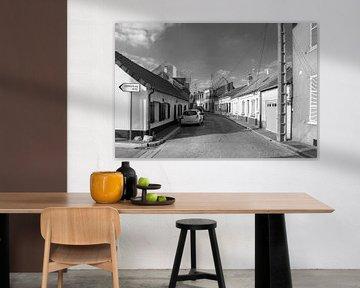 Abbeville rue in Le Crotoy (zwart-wit) van Evert Jan Luchies
