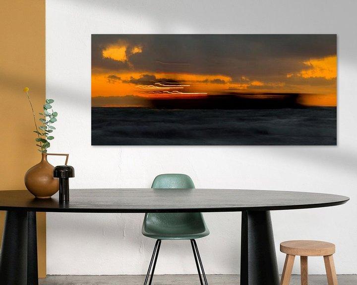Sfeerimpressie: Schip doorkruist zonsondergang, Zoutelande, afbeelding zee van Ad Huijben