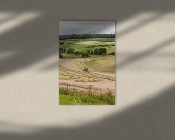 Hooi verwerken op de Limburgse heuvels von John Kreukniet
