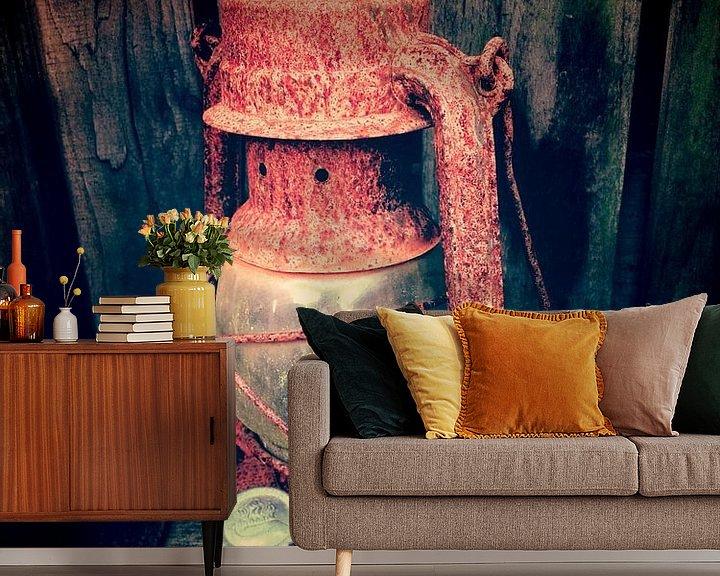Sfeerimpressie behang: old lamp van Alfred Stenekes