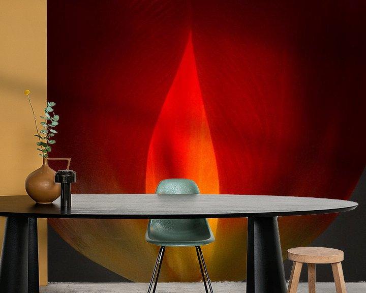 Sfeerimpressie behang: Tulp in vuur en vlam 45 van Herman van Ommen