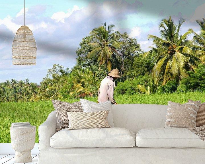 Sfeerimpressie behang: Boer op het land, Bali van Inge Hogenbijl