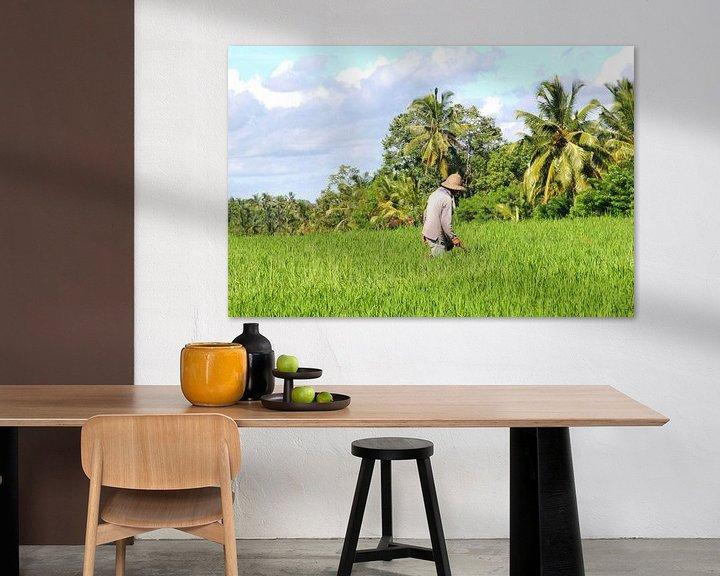 Sfeerimpressie: Boer op het land, Bali van Inge Hogenbijl
