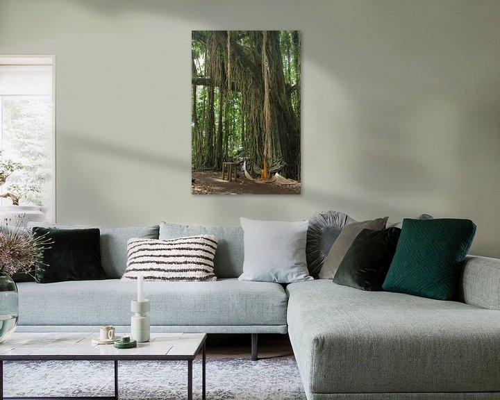 Sfeerimpressie: Banyan boom met lianen van Inge Hogenbijl