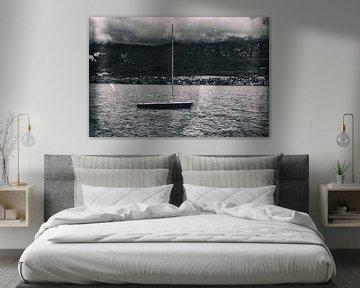 sailboat in Lake Annecy von Dennis Robroek