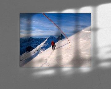 Un alpiniste au sommet du Breithorn sur Menno Boermans