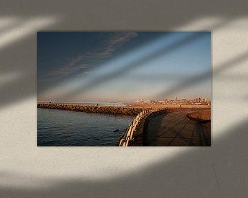 Het havenhoofd van Scheveningen bij zonsondergang van Jacintha Van beveren