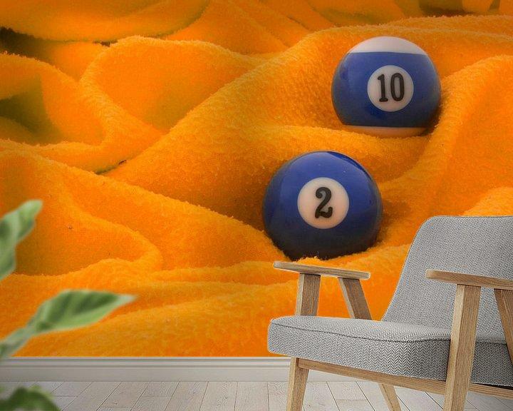 Sfeerimpressie behang: Blauw op oranje van Bas Smit