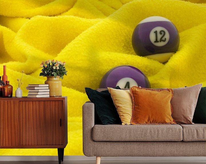 Sfeerimpressie behang: Paars op geel van Bas Smit