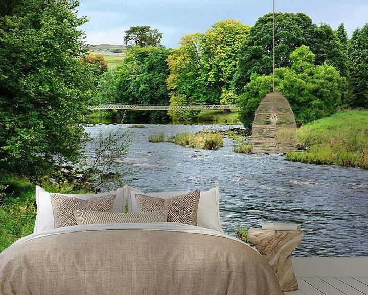 Sfeerimpressie behang: River Wharfe in Yorkshire van Gisela Scheffbuch