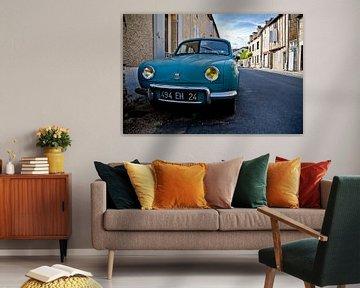 Oude Renault in een straat in Belvès, Frankrijk van Wilco Schippers