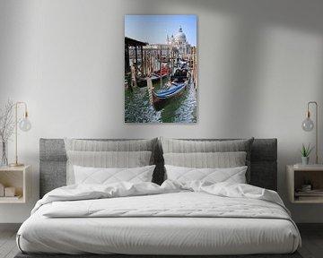 De gondel, toeristisch beeld van Venetië, Italie. van Arie Storm