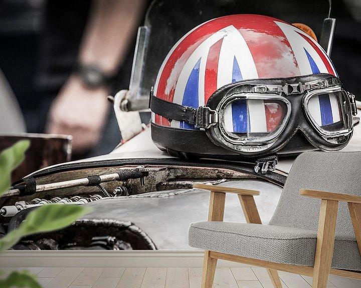 Sfeerimpressie behang: Helm op motorkap van Arjan van Triest