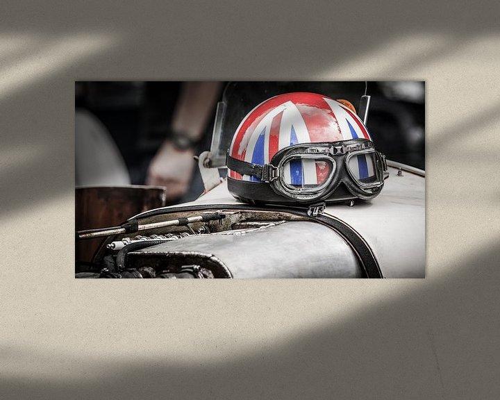 Sfeerimpressie: Helm op motorkap van Arjan van Triest