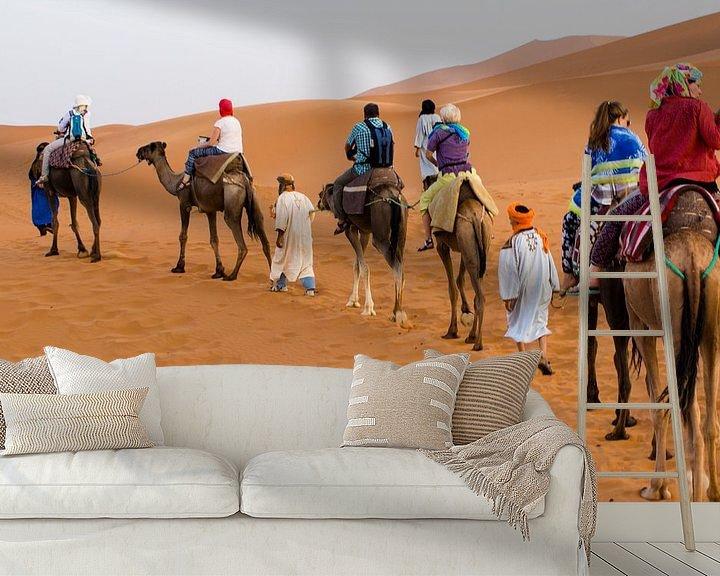 Sfeerimpressie behang: Karavaan in woestijn van BTF Fotografie
