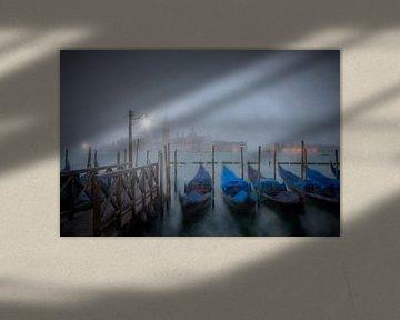 VENEDIG Gondeln im Nebel  von Melanie Viola