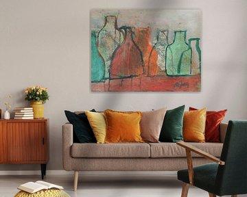 Flessen met orange en groen van Leo de Jong