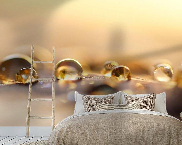 Sfeerimpressie behang: Golden drops van Carla Mesken-Dijkhoff
