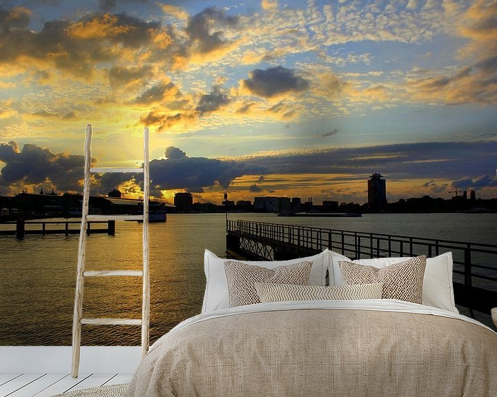 Sfeerimpressie behang: Zonsondergang aan het IJ  van Geert Heldens