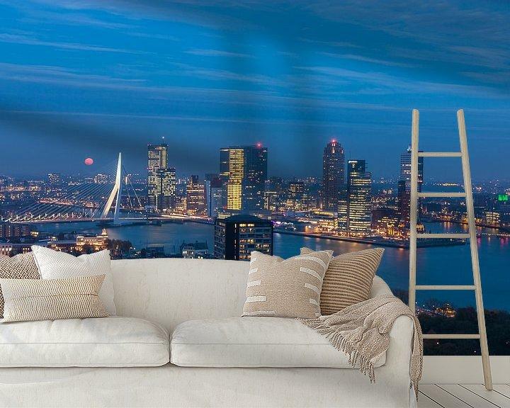 Sfeerimpressie behang: Rotterdam Kop van Zuid in the blue hour van Ilya Korzelius