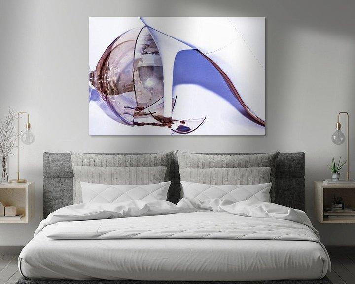 Sfeerimpressie: the trampled wine glass (1) van Norbert Sülzner