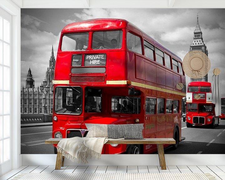 Sfeerimpressie behang: LONDON Red Buses on Westminster Bridge van Melanie Viola