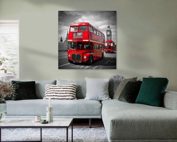 Sfeerimpressie: LONDON Red Buses on Westminster Bridge van Melanie Viola