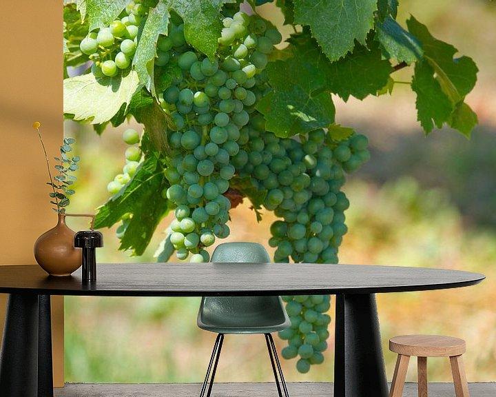 Sfeerimpressie behang: Young wine van Ursula Di Chito