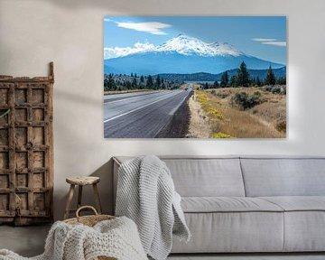 Mount Shasta, sneeuwbedekte vulkaan in Californië, VS