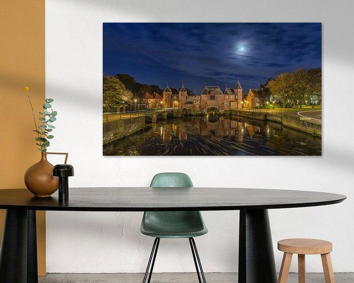 Sfeerimpressie: De Koppelpoort in Amersfoort in de avond - 3 van Tux Photography